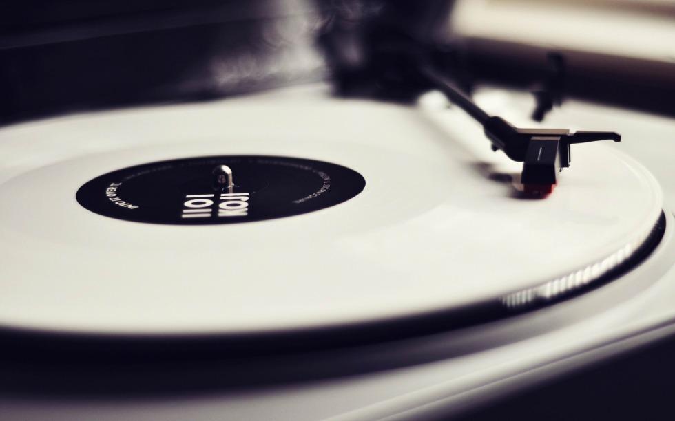 vinyl_record_player-Vintage_style_wallpaper_2560x1600